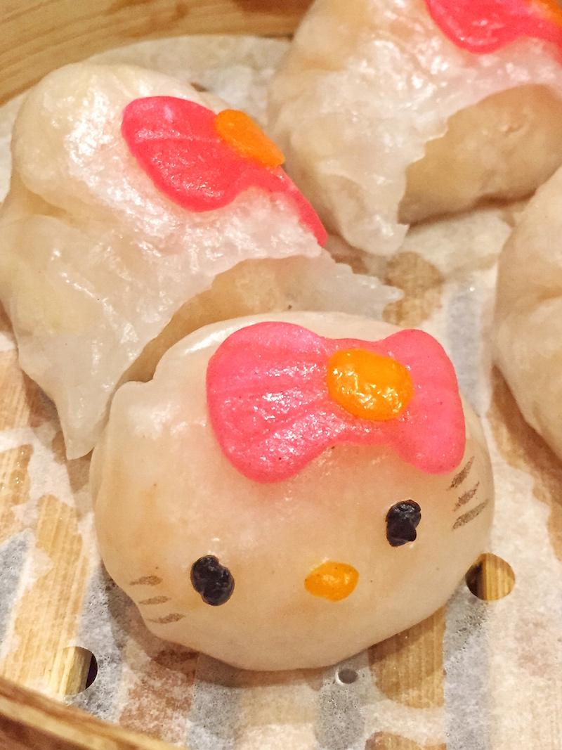 eating out: hello kitty restaurant hong kong - chicken scrawlings